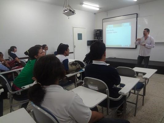 Alunos participam de palestra sobre Fisiologia Vegetal e suas Aplicações
